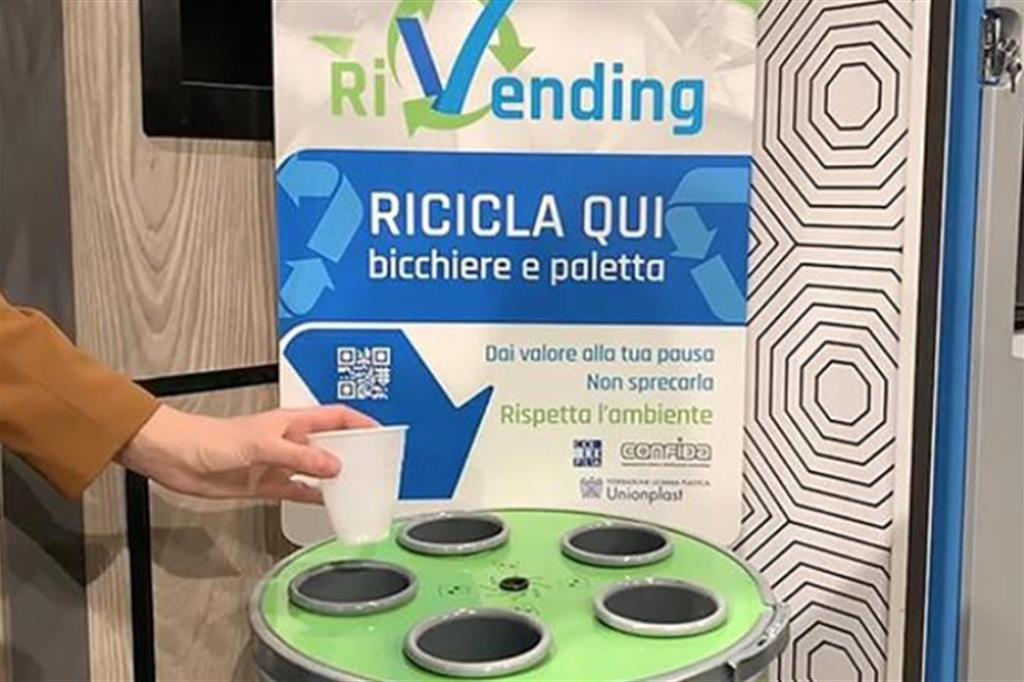 """RiVending: un caffè che rispetta l'ambiente. Prodotto il primo bicchiere """"CUP2CUP"""""""
